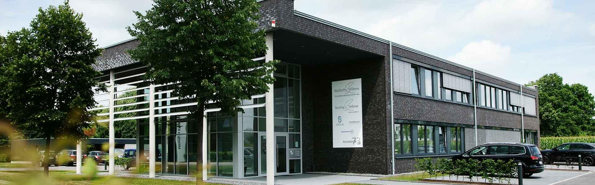 Bürogebäude mit Luft-Wasser-Wärmepumpe und Kühlung